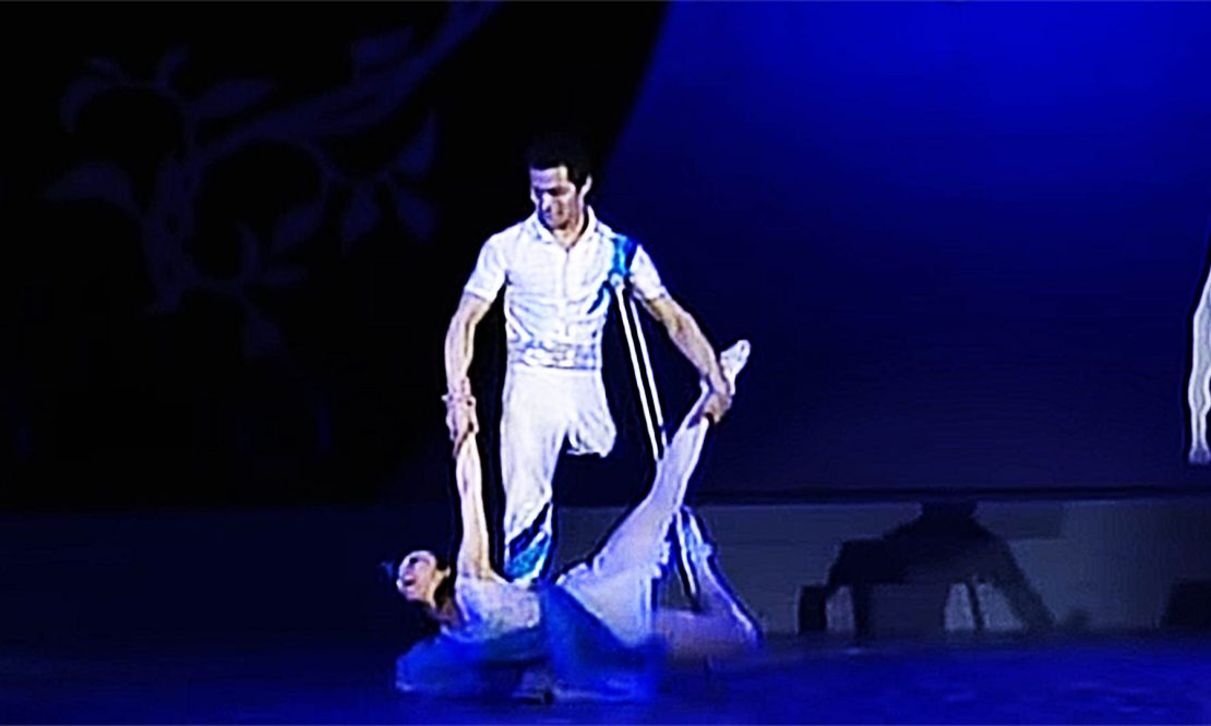 Hand-in-Hand-She-without-arm-he-without-leg-ballet-