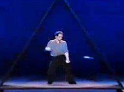 Incredibly-talented-juggler